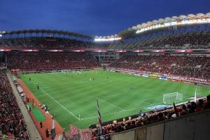 אצטדיון כדורגל מלא
