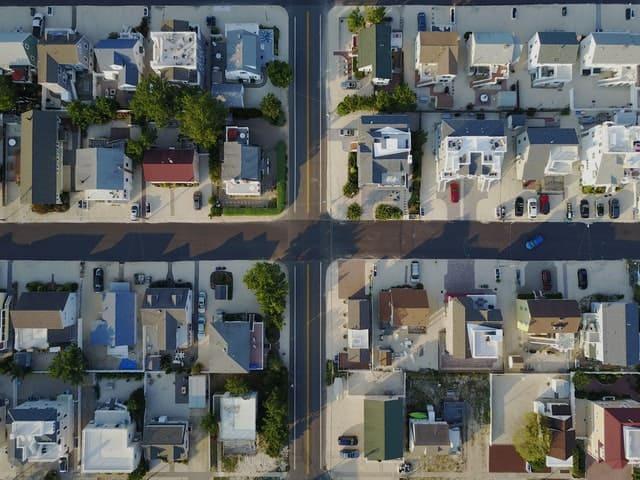 תמונה מלמעלה של נכסים מחולקים - תמונה להמחשה